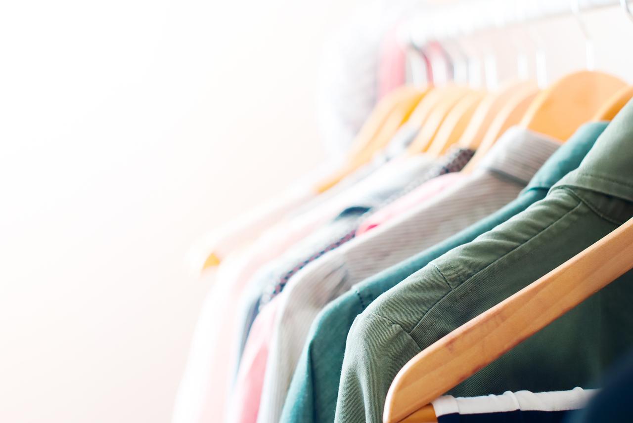 着なくなった服、どこで売るのが良いの?フリマアプリと買取サービスを徹底比較