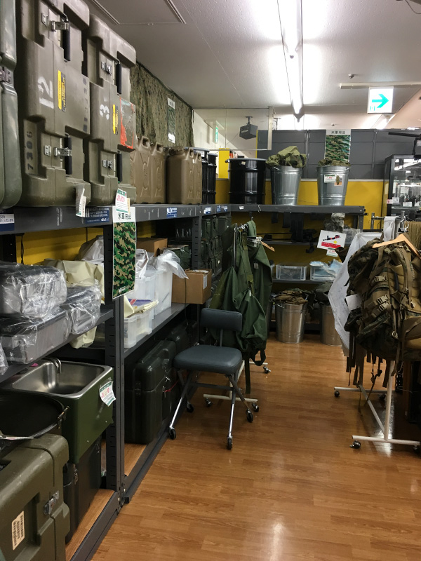 ワットマン横浜鶴ヶ峰テックのミリタリーグッズ売り場