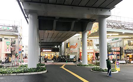 雑色駅から徒歩3分。まずは左手商店街へ。